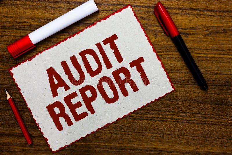 Informe de auditoría de la escritura del texto de la escritura Concepto que significa una valoración de la situación financiera c foto de archivo libre de regalías