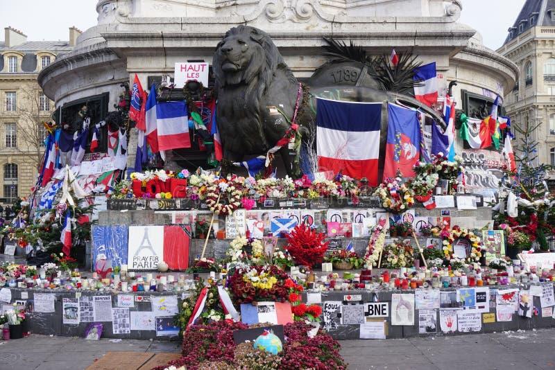 Informelles Denkmal zu den Opfern von Terrorismus auf Place de la Republique in Paris lizenzfreies stockbild