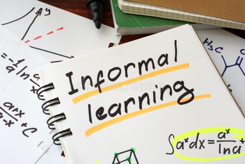 Informellt lära som är skriftligt på ett notepadark royaltyfria bilder