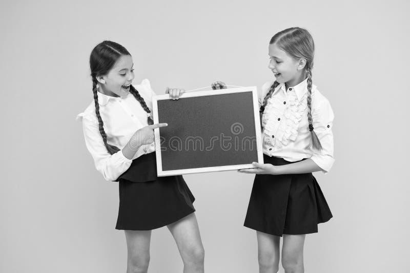 Informer les modifications Équipe de l'initiative Classmates - antécédents jaunes Joindre le club scolaire Communauté des élèves  image libre de droits