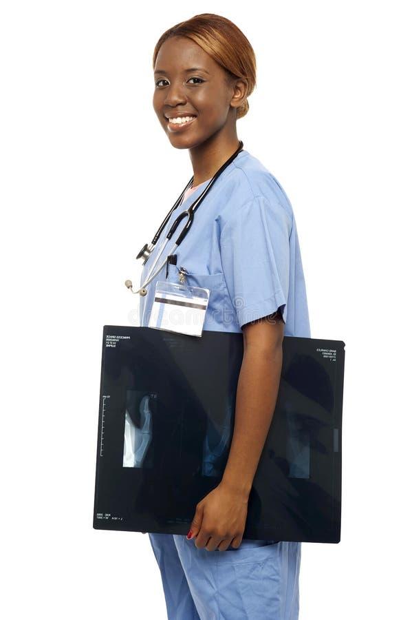 Informes de la radiografía de la enfermera que llevan al doctor imagenes de archivo