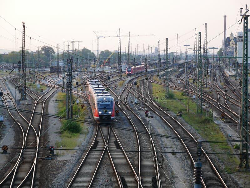 Infraestructura del ferrocarril para las mercancías y el sistema de transporte del pasajero fotos de archivo libres de regalías