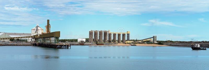 Infraestrutura da mineração e do porto agrícola da exportação da mercadoria foto de stock