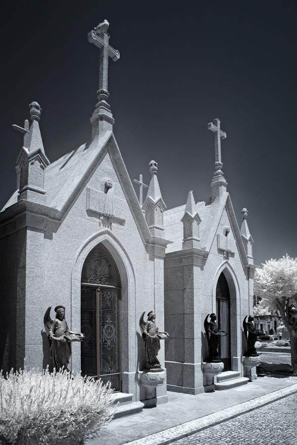 Infrarode graven in de vorm van kapel stock foto