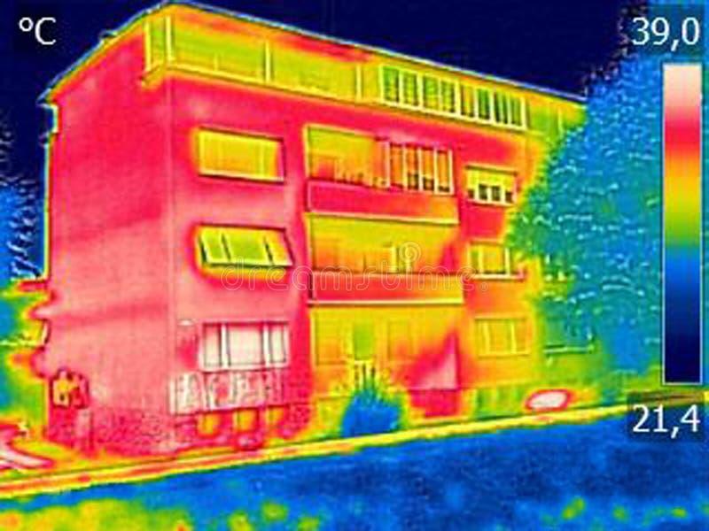 Infrarood thermovisionbeeld die gebrek aan thermische isolatie o tonen royalty-vrije stock afbeeldingen