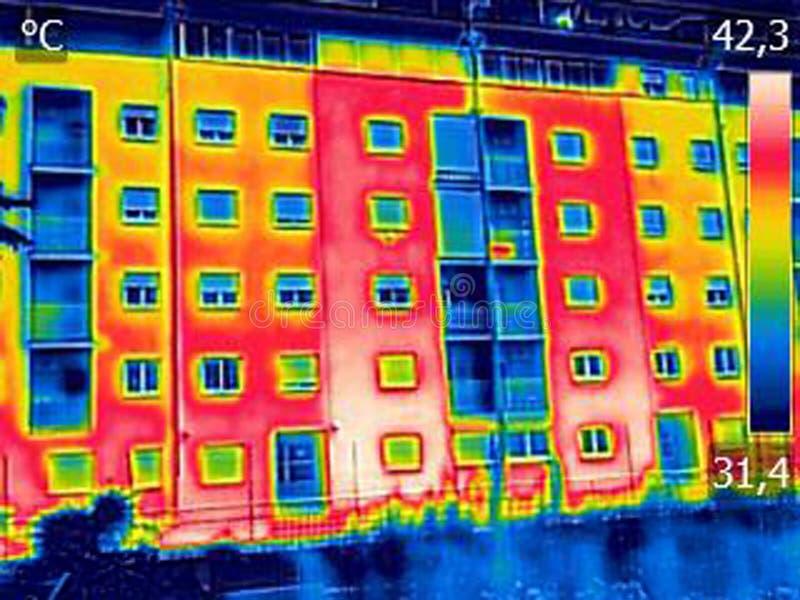 Infrarood thermovisionbeeld die gebrek aan thermische isolatie o tonen royalty-vrije stock foto