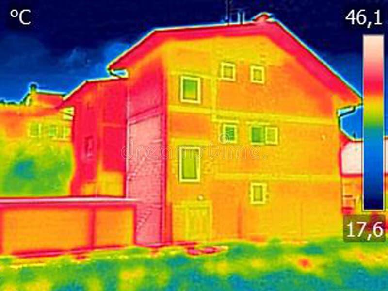 Infrarood thermovisionbeeld die gebrek aan thermische isolatie o tonen royalty-vrije stock afbeelding