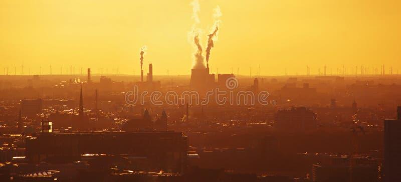 Infrastructure industrielle et réchauffement global photos libres de droits