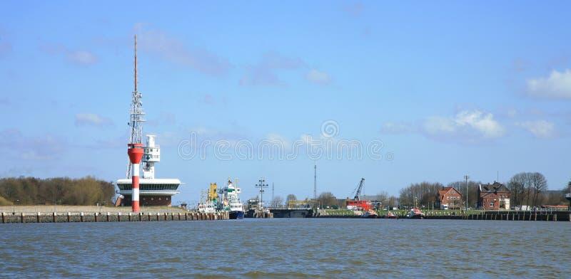 Infrastruktur des Eintrages zum Kiel-Kanal stockfotos