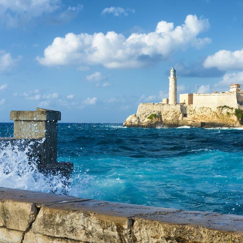 Infuri a Avana ed il castello del EL Morro fotografie stock libere da diritti