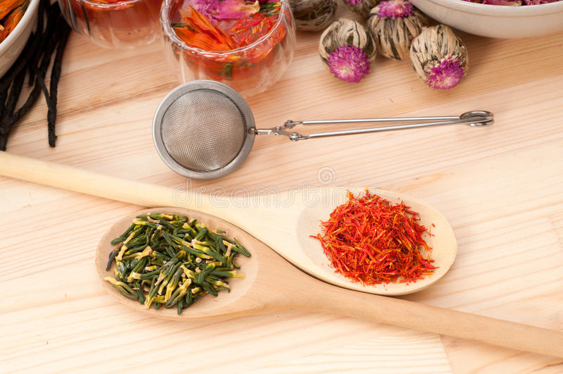 Infusion florale normale de fines herbes de thé image stock