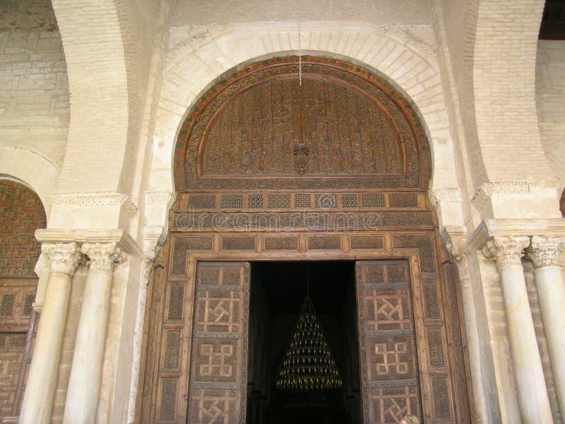 Download Ingång arkivfoto. Bild av dörrar, kolonner, moské, tunisia - 981930