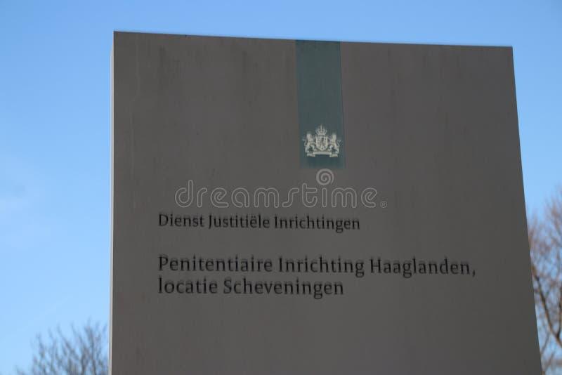 Ingång av arresten av Scheveningen som används också för ICTY-satser i Nederländerna arkivbild