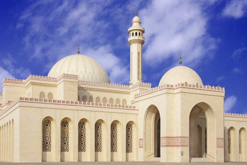Ingång av den AlFateh moskén i Bahrain fotografering för bildbyråer