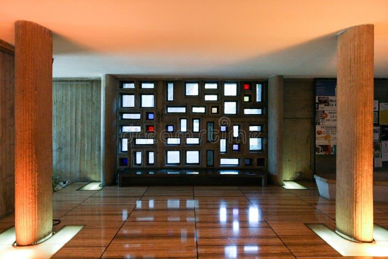 Ingång av den berömda Le Corbusier husenheten royaltyfri foto