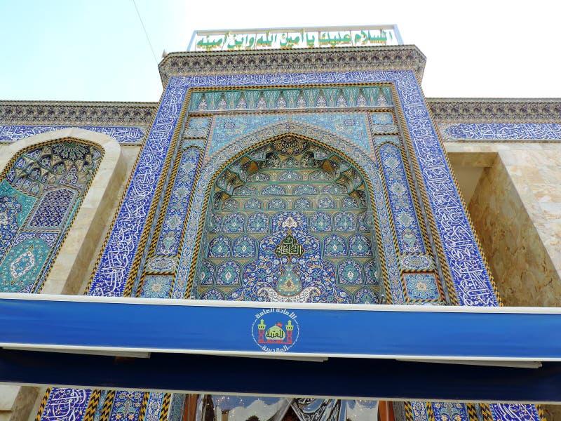 Ingång av den heliga relikskrin av Husayn Ibn Ali, Karbala, Irak royaltyfri foto