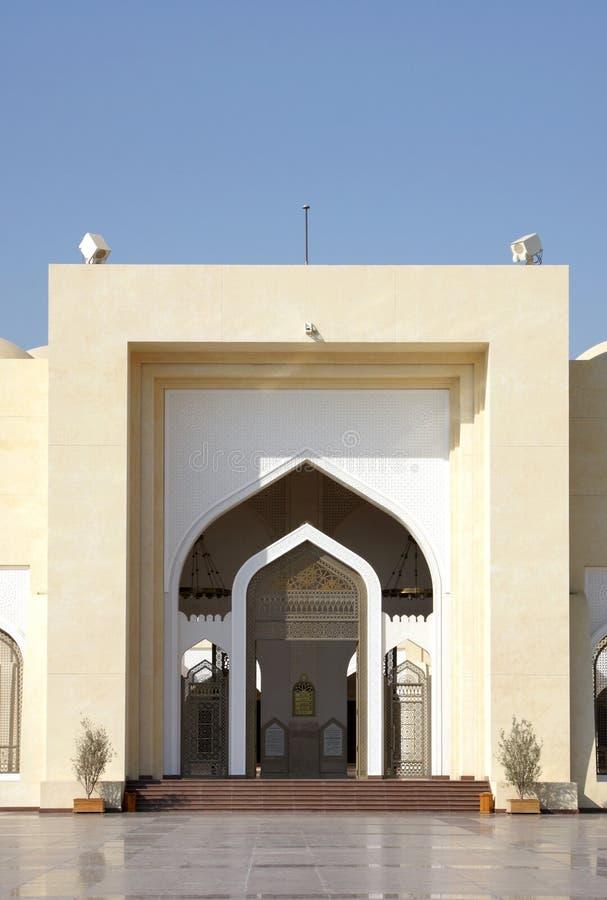 Ingång av den storslagna moskén av Doha, Qatar arkivbild