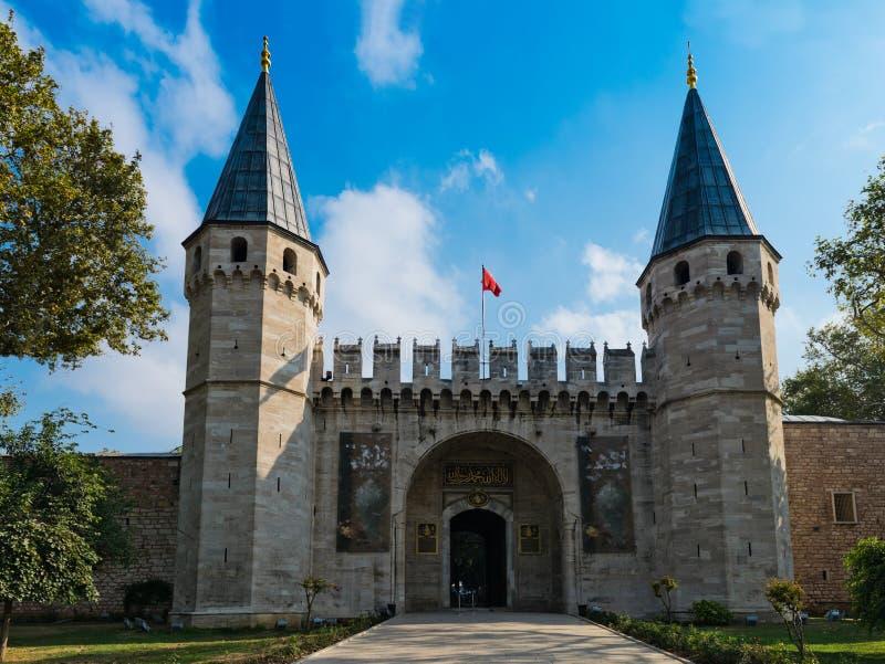 Ingång av den Topkapi slotten, royaltyfri fotografi