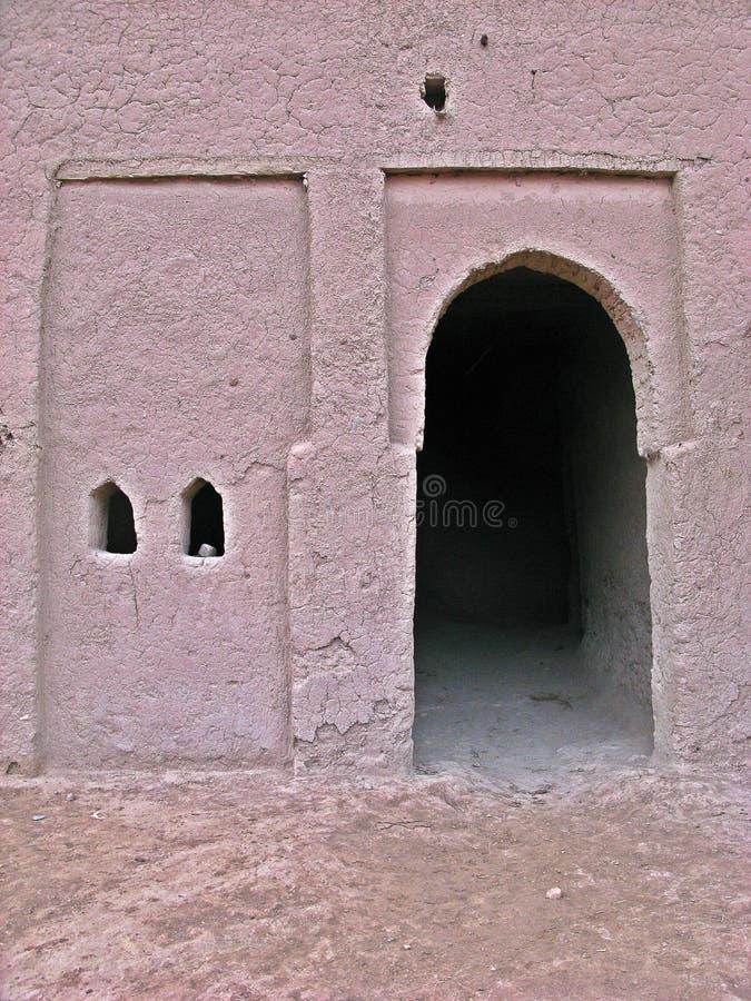 Ingång av en Kashba i Zagora, Marocko arkivfoto
