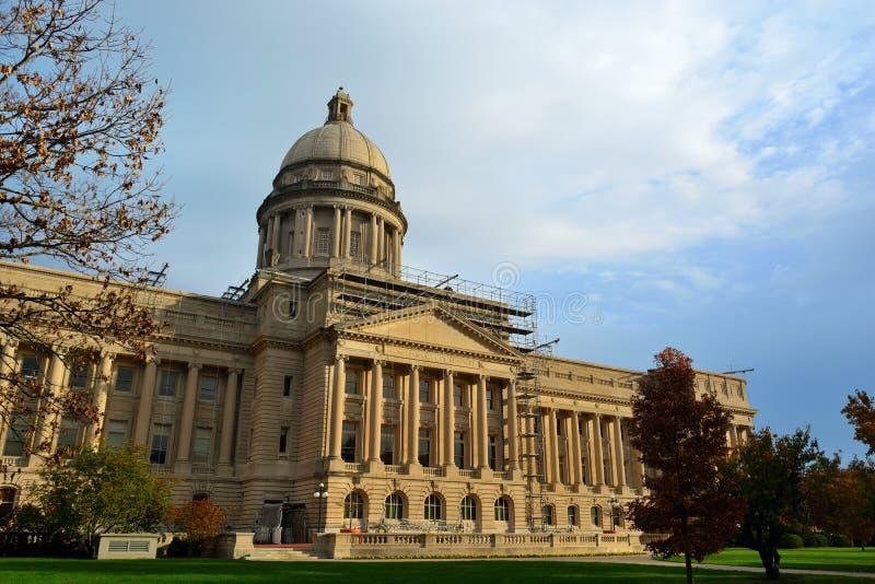 Ingång för byggnad för Kentucky statKapitolium södra royaltyfria bilder