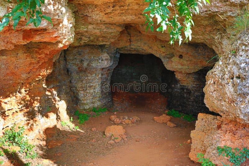 Ingång för grotta för havskust royaltyfri bild
