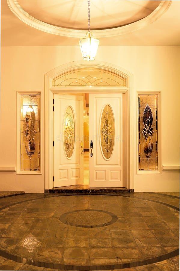 Ingång för huvudsaklig dörr royaltyfria bilder