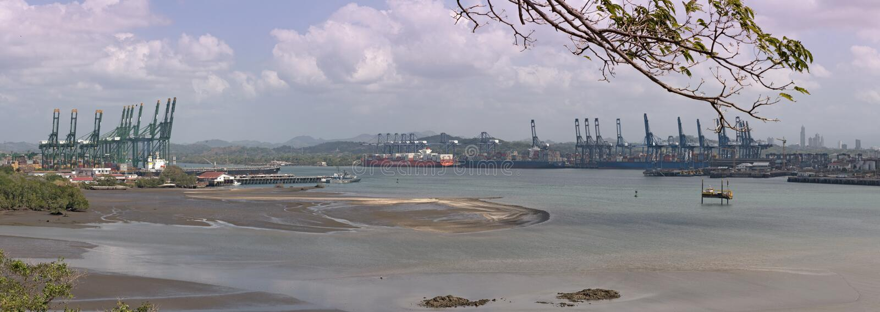 Ingång från Stilla havet i den Panama kanalen Panama City Panama arkivfoton