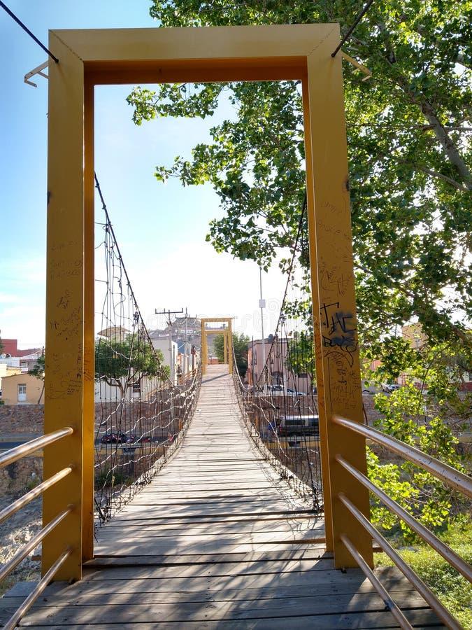 Ingång Hidalgo del Parral för upphängningbro royaltyfria bilder