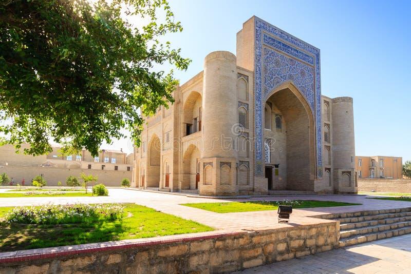 Ingång i den Nadir Divan-Begi khanakaen - Sufi kloster, Bukhara, Uzbekistan royaltyfria bilder