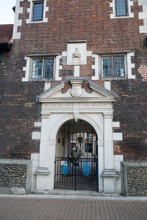 Ingång till de Whitgift fattighusen på North End, Croydon, UK royaltyfria foton