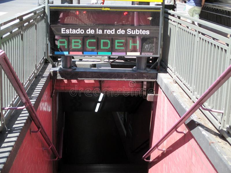Ingång till den Boedo gångtunnelstationen i Buenos Aires Argentina royaltyfria foton
