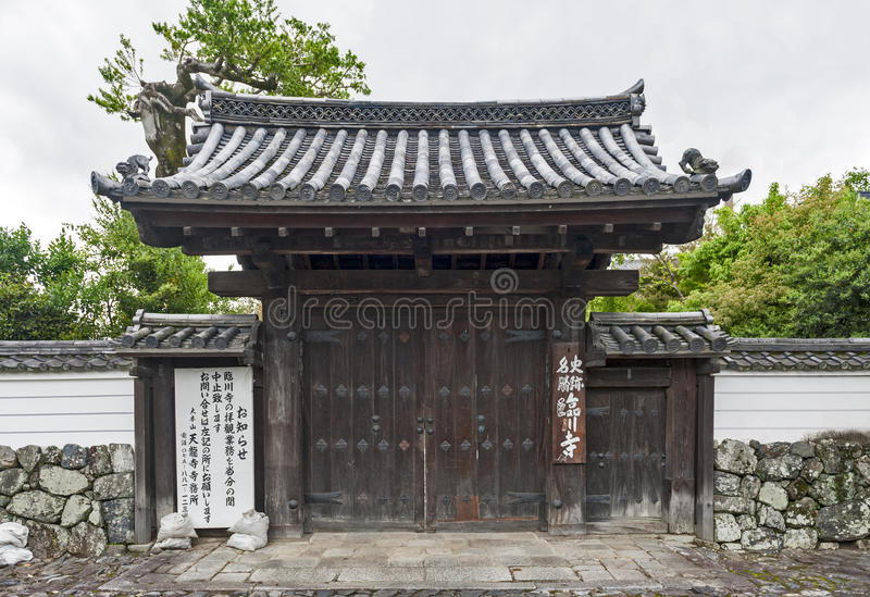 Ingång till den buddistiska relikskrin i Arashiyama, Kyoto, Japan arkivfoto