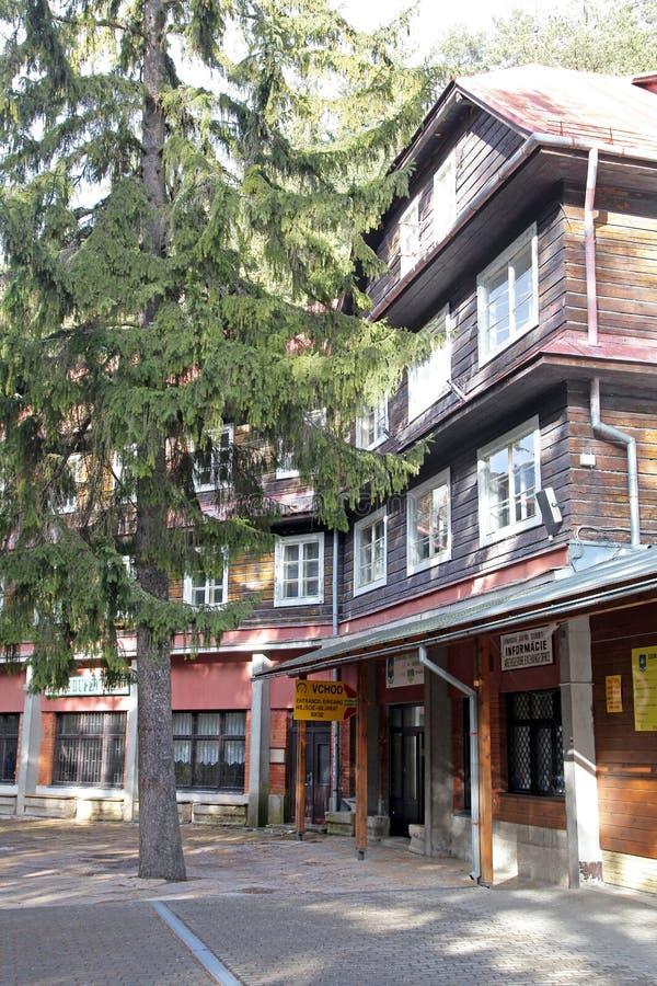 Ingång till den Demanovská grottan av frihet arkivbilder