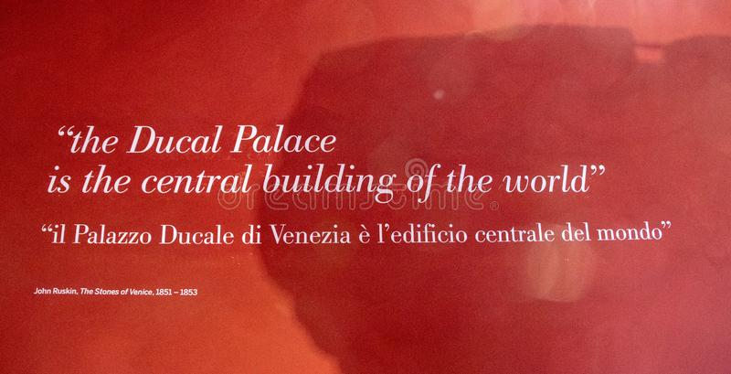 Ingång till den hertigliga slotten i Venedig royaltyfri foto