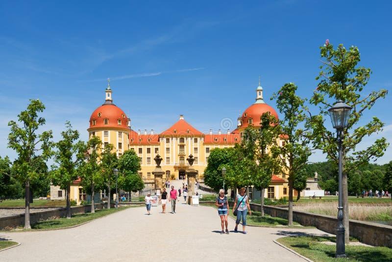 Ingång till den Moritzburg slotten Schloss Moritzburg royaltyfri foto