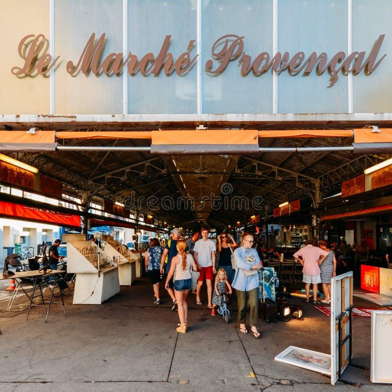 Ingång till den Provencal marknaden i Antibes, ` Azur, Frankrike för skjul D royaltyfria foton