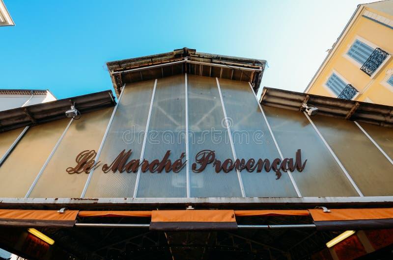Ingång till den Provencal marknaden i Antibes, ` Azur, Frankrike för skjul D royaltyfri foto