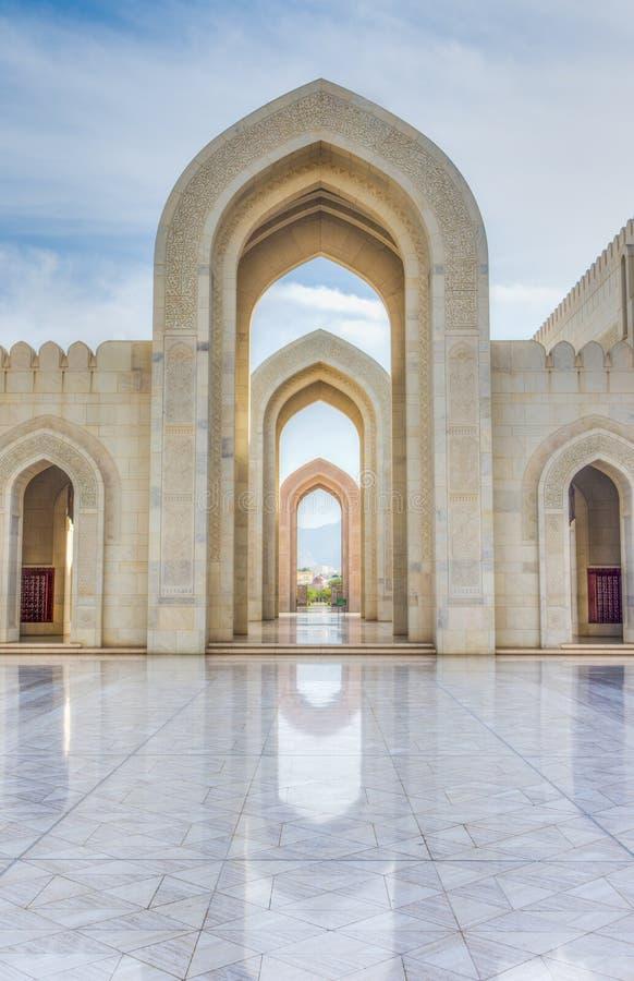 Ingång till den storslagna moskén, Muscat, Oman arkivfoto