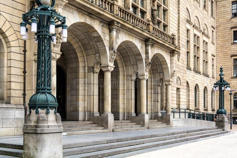 Ingång till det Rotterdam stadshuset arkivfoton