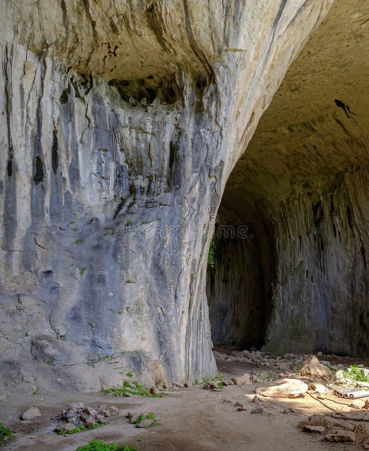 Ingång till en enorm grotta fotografering för bildbyråer