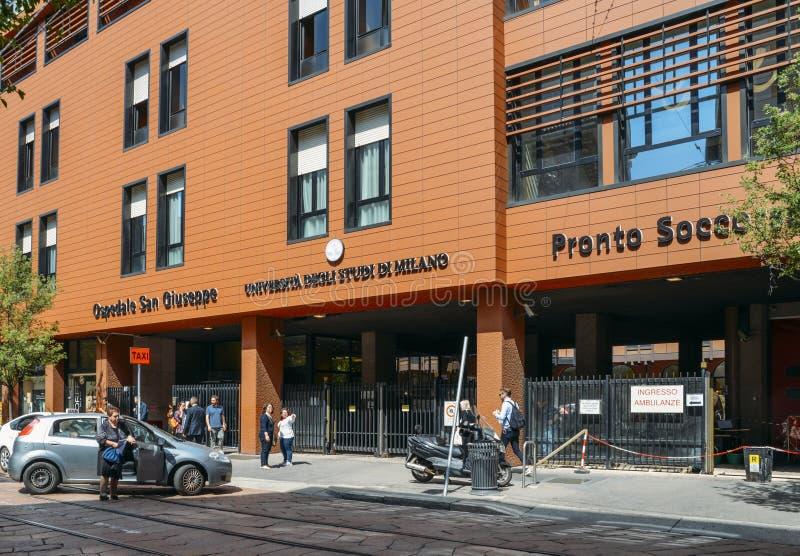 Ingång till ett viktigt universitetsjukhus i Milan royaltyfri foto