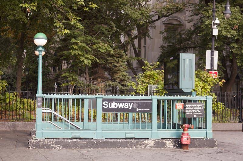 Ingång till för brooklyn för gångtunnelstation stadshuset bro i New York arkivfoto