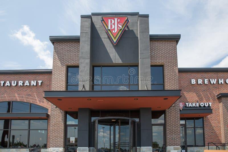 Ingång till framdelen för restaurang för Brewhouse för BJ-` s royaltyfri bild