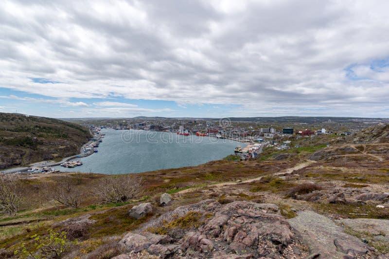 Ingång till hamnen för St John ` s, Newfoundland, Kanada arkivfoton