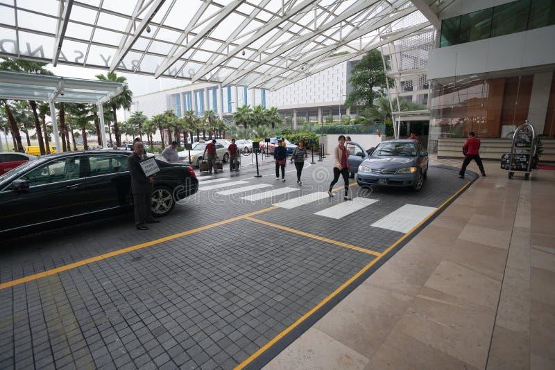 Ingång till hotellet Marina Bay Sands i Singapore arkivfoton