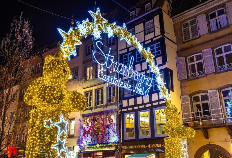 Ingång till julmarknaden i Strasbourg - Frankrike royaltyfria foton