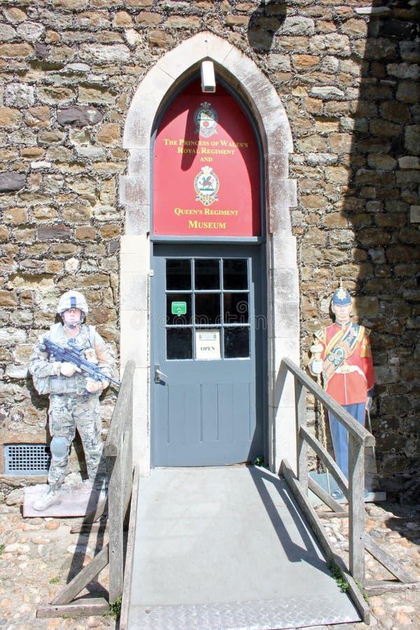 Ingång till PWRR & q-regementemuseet, Dover Castle, England royaltyfri bild