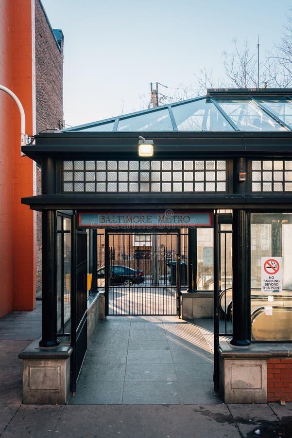 Ingång till stationen för Johns Hopkins sjukhustunnelbana i Baltimore, Maryland fotografering för bildbyråer