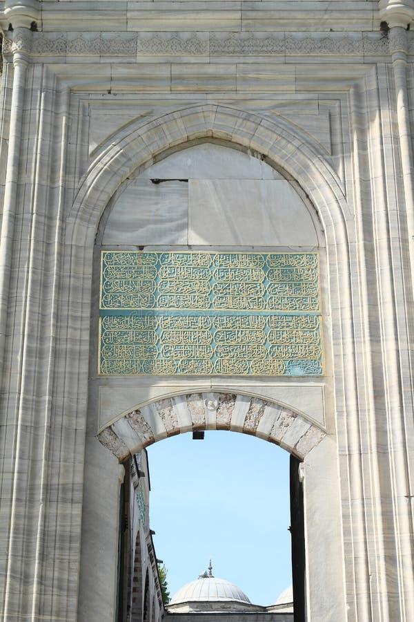 Ingång till Sultan Ahmed Mosque i Istanbul royaltyfri bild