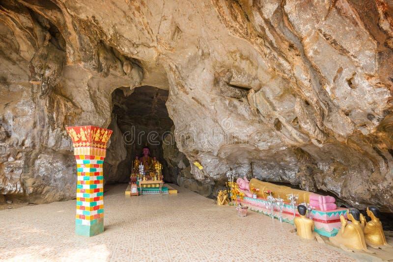 Ingång till Thamen Sang Cave i Vang Vieng royaltyfri bild
